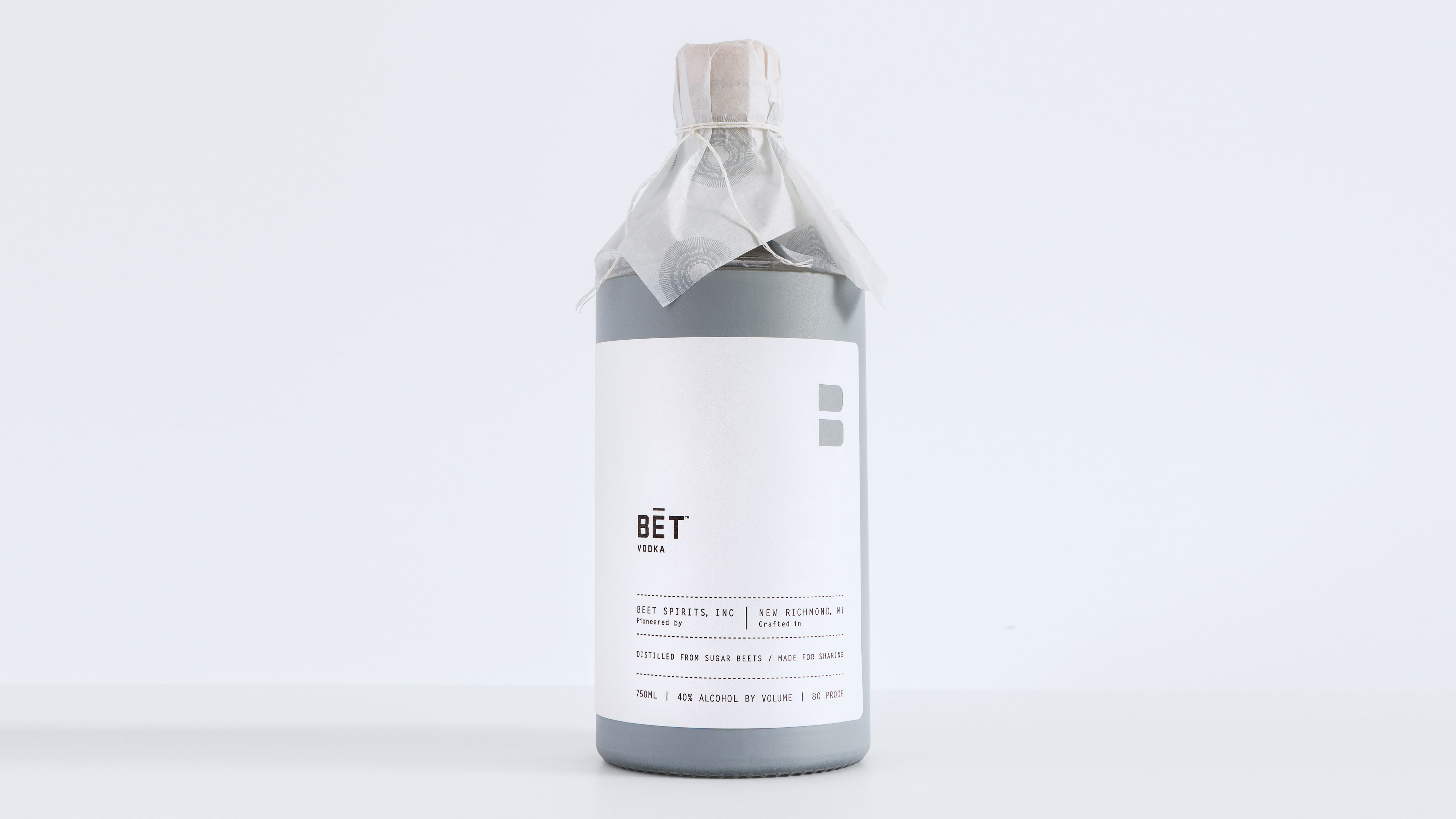 BET Vodka bottle packaging solo